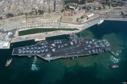 Aircraft Carrier docked in Italy.jpg (89 KB)