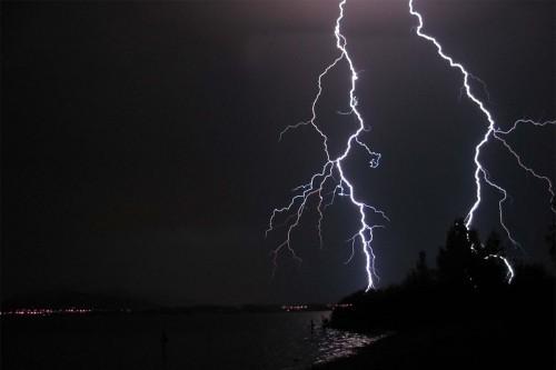 flash-lightning-dw8.jpg (93 KB)